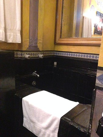 Rivera del Rio Boutique Hotel: Two beautiful FULLLLLLLL BATHROOMS
