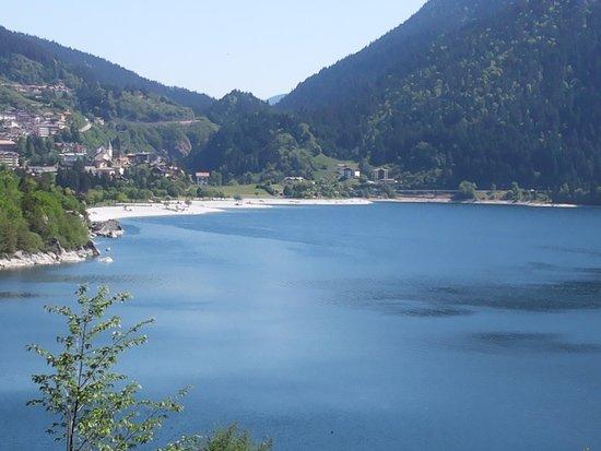 Alexander Hotel Alpine Wellness Dolomites: lago