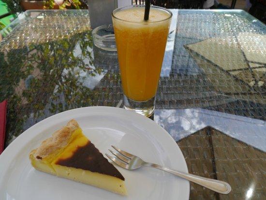 Cafe dos Macarones: Madeira Cream Cake Too Small and Lemon/ Orange Juice