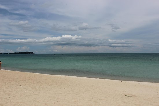 Vana Belle, A Luxury Collection Resort, Koh Samui : From the loungers at the beach