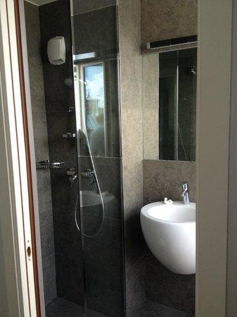 Hôtel Alhambra : Bathroom
