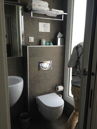 Hotel Alhambra: Bathroom