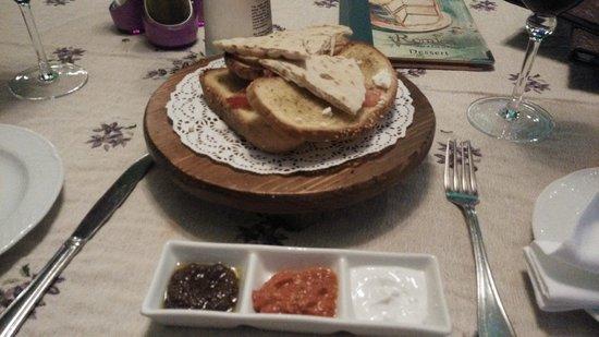 Romios : 餐廳的蒜茸包,精緻美味!