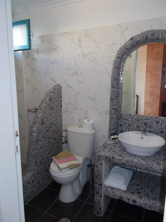 Evgenia Villas & Suites: Bathroom