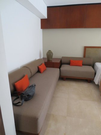 The Magani Hotel and Spa : couch beside bed