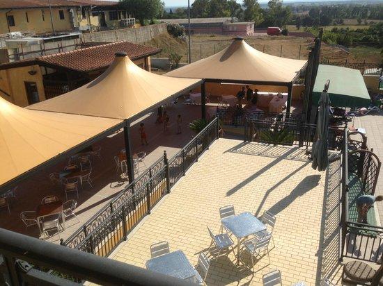 Hotel L' Oasi: Solarium piscina