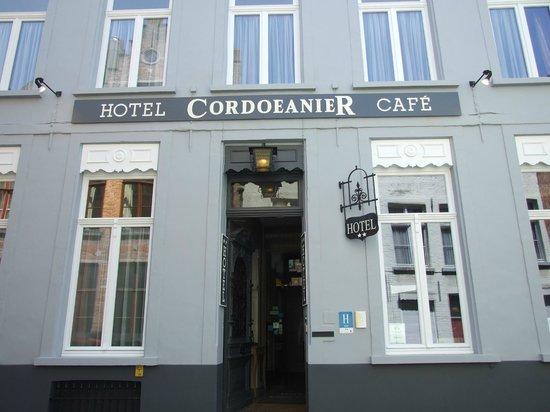 Hotel Cordoeanier: l'entrée de l'hôtel