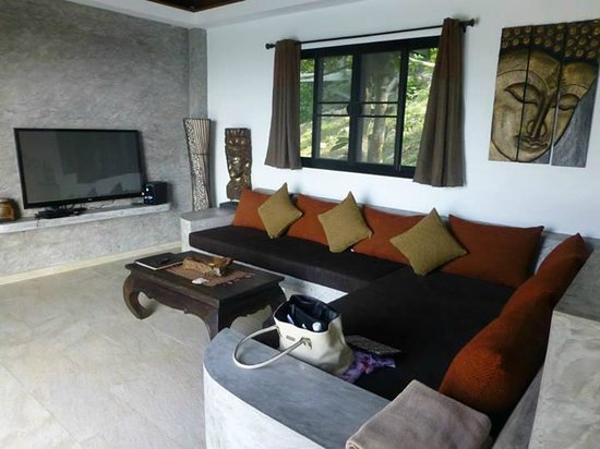 Living room with large TV, movies and sound system - Picture ...