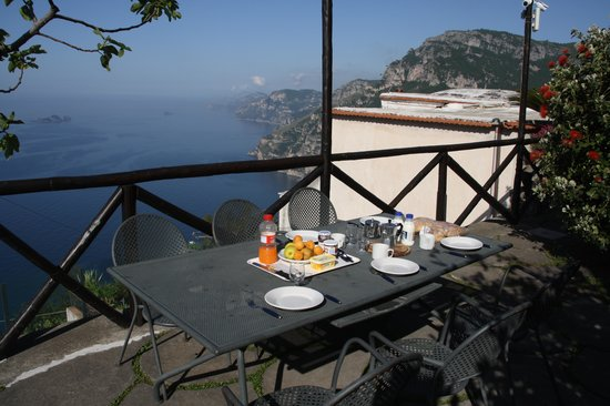 Residence Villa Degli Dei: breakfast with view