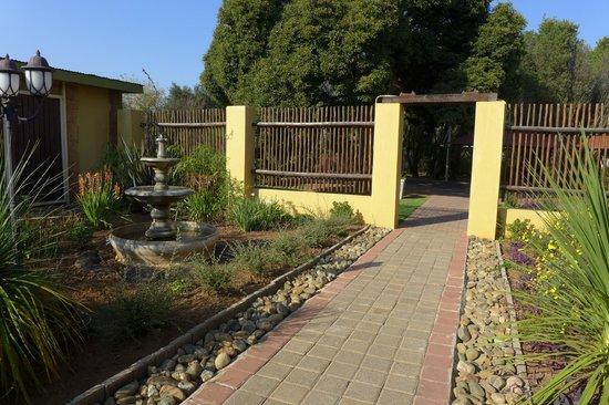 Aqua Terra Guest House: Front entrance