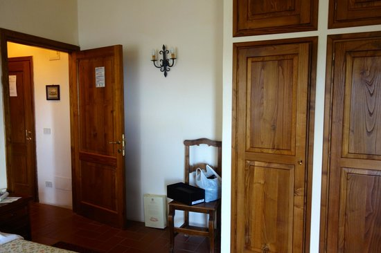 Relais Vignale : Spacious and lots of storage