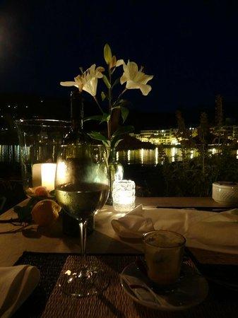 Bar and Restaurant Agapanto: At Night
