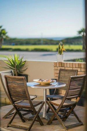 Palm Beach Guesthouse: Sunny deck