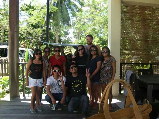 Buddha's Surf Resort : The group with manager Chris