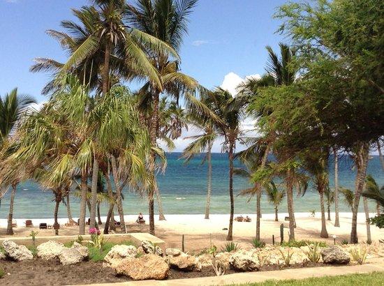 Amani Tiwi Beach Resort : Hotel towards the Beach