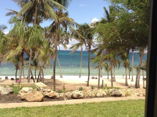 Amani Tiwi Beach Resort : Hotel looking over the beach