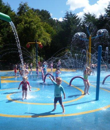 Happy Mount Park: Visit the amazing FREE Splash Park