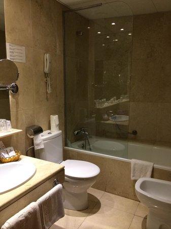 hotel atlantis il bagno bellissimo con vasca