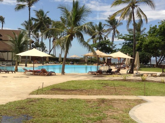 Amani Tiwi Beach Resort : Deep End Pool