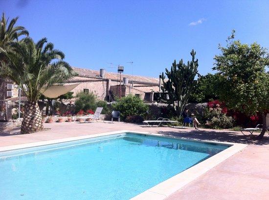 Villa Sa Barcella: Relax at the pool!