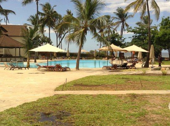 Amani Tiwi Beach Resort : Hotel Grounds