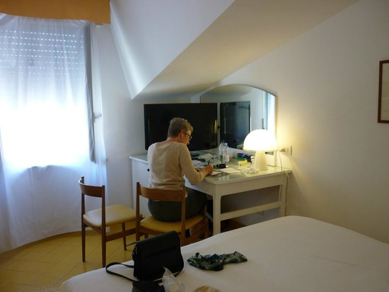 Conca Park Hotel: Attic room, sloping ceiling, no air conditioning in May