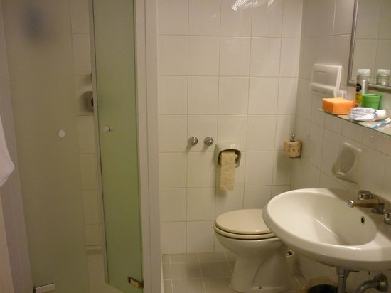 Conca Park Hotel: Sub-Standard Bathroom, terrible Shower