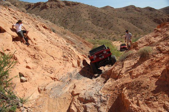 Las Vegas Rock Crawlers : Conquering Logandale's 1st Obstacle