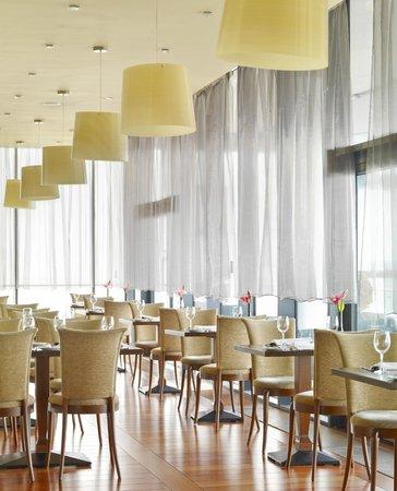 Clayton Hotel Galway : Restaurant windows