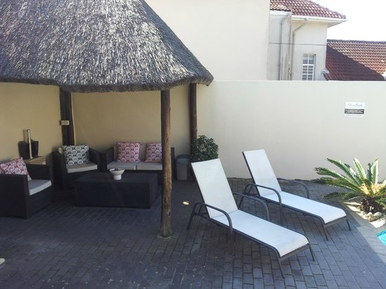 Palm Beach Guesthouse : Shaded lapa area for relaxing by the pool