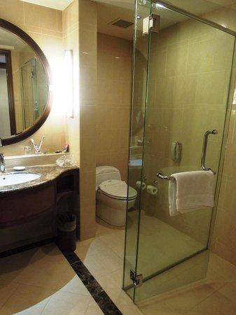 One World Hotel: Bathroom
