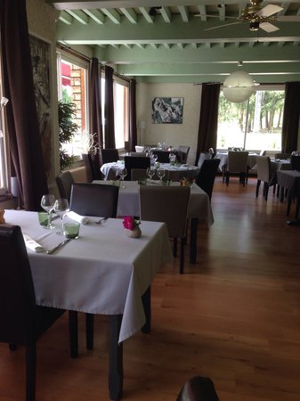 Mantry, France: Salle de restaurant principale
