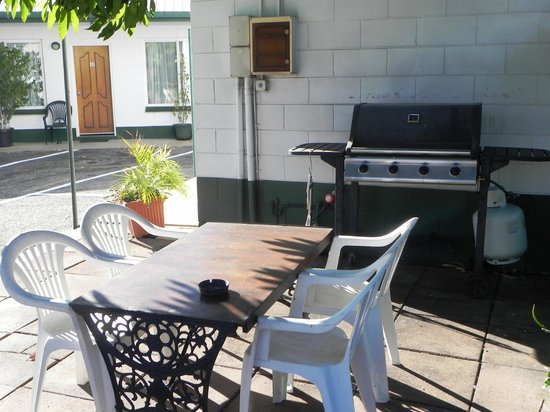 Central Point Motel: Barbeque Area