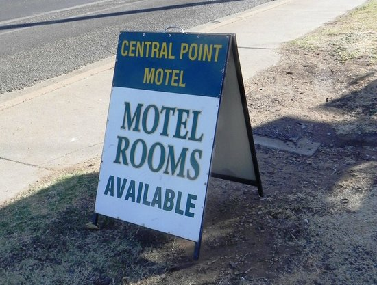 Central Point Motel: Front Sign