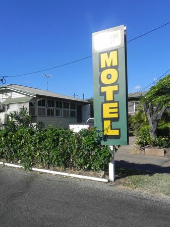Central Point Motel: Big Motel Sign