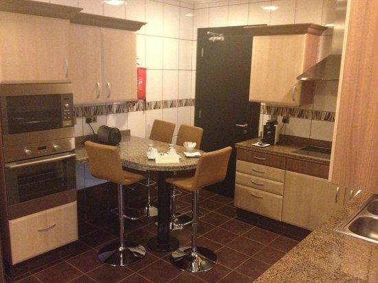 Kempinski Residences & Suites, Doha: Kitchen