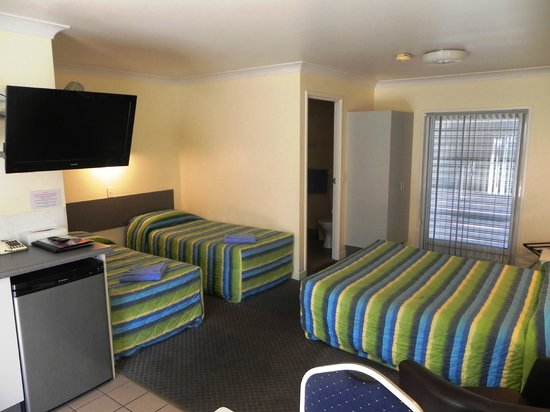 Central Point Motel: Family Room