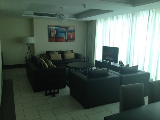 Kempinski Residences & Suites, Doha: Living Room