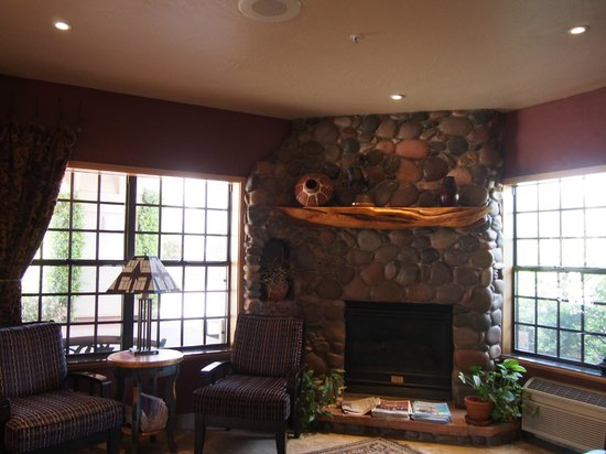 Sedona Real Inn and Suites: ロビー