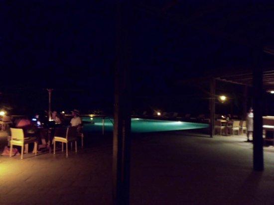 Finch Bay Galapagos Hotel: Cenas al aire libre