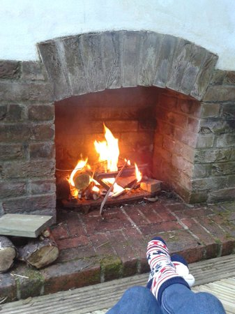 Topos Bed & Breakfast: The Outside Fire - Take some marshmallows!