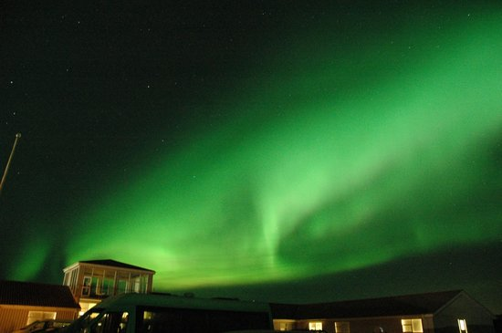 BR Tours - Private Tours : The Aurora from the car park at Northern Light Inn