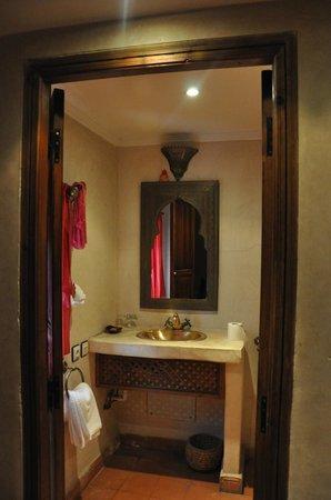 Riad Plein Sud : the bathroom