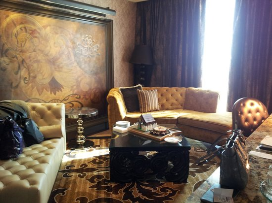 River City Casino & Hotel : Living Room in Suite