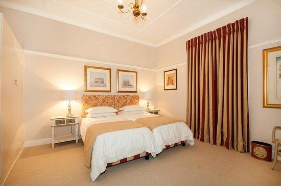 Belvedere Cottages & B&B: The large double bedroom en suite at Doncaster Cottage