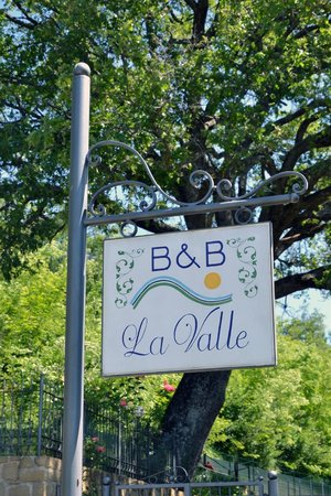 Bed & Breakfast La Valle Talamello: insegna
