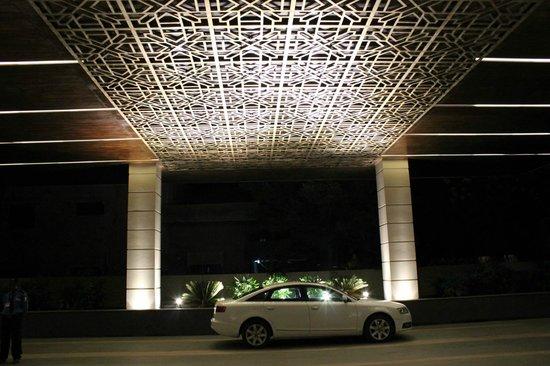 Balaji Sarovar Premier : Entrance