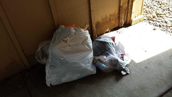 Hawthorn Suites by Wyndham Dayton North: trash outside door