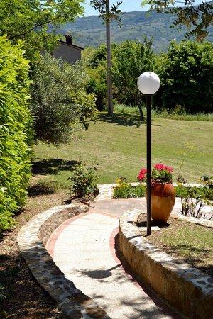 Bed & Breakfast La Valle Talamello : giardino