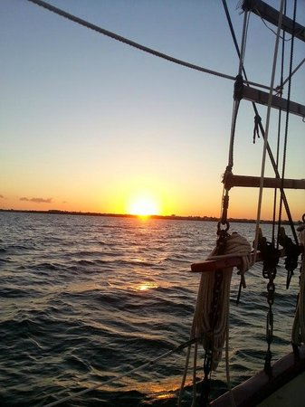 Pirates Choice Sailing: Sun setting over Key Largo